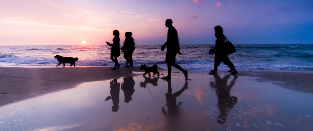 bigstock-Family-walk-on-the-beach-at-su-18950786